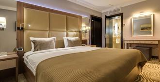 达尼斯特尔尊贵酒店 - 利沃夫 - 睡房