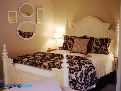 Heartstone Inn B&B & Cottages - Eureka Springs - 睡房