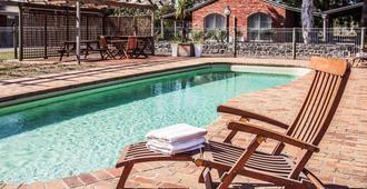 美居巴拉腊特酒店及会议中心 - 柏拉瑞特 - 游泳池