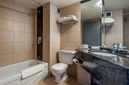 括提耶酒店 - 魁北克市 - 浴室