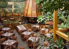 萨瓦瑞碧玉酒店及会议中心 - 贾斯珀(艾伯塔省) - 餐馆