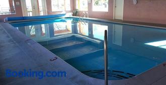 斯拉姆博旅舍 - 彭蒂克顿 - 游泳池