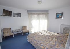 现代酒店 - 芒通 - 睡房