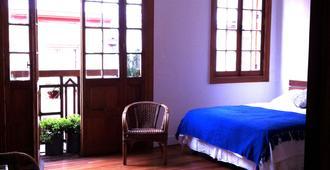特拉韦西亚家庭旅馆 - 圣地亚哥 - 睡房