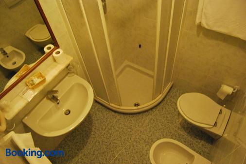 甘比亚诺乡村酒店 - 特拉西梅诺湖畔帕西尼亚诺 - 浴室