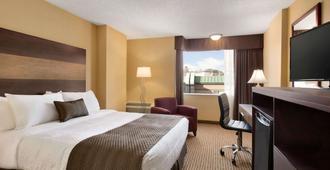 南卡加利温德姆戴斯酒店 - 卡尔加里 - 睡房