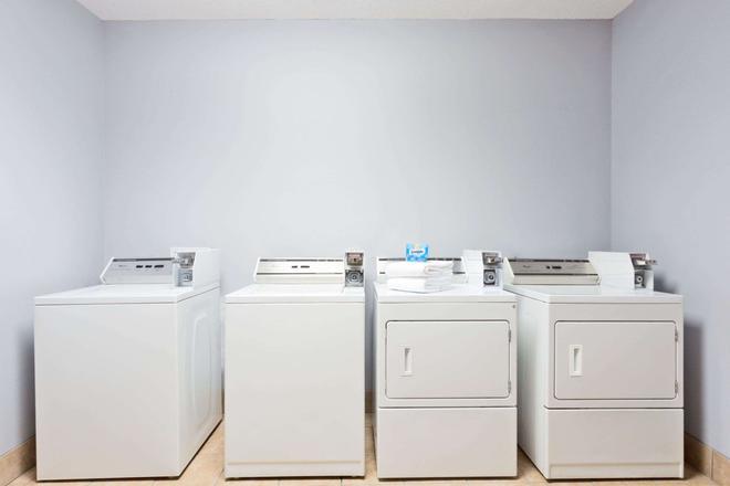 温德姆花园诺福克市中心酒店 - 诺福克 - 洗衣设备