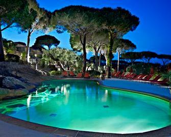 圣特罗佩玛丽别墅酒店 - 拉马蒂埃勒 - 游泳池