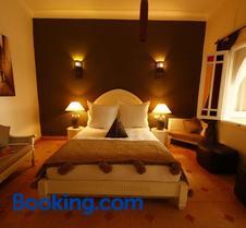 阿维纳提庭院旅馆