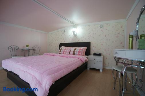 梦幻森林公寓 - 西归浦 - 睡房