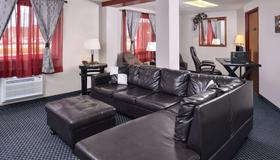 Red Coach Inn and Suites Grand Island NE - 格兰德岛 - 客厅