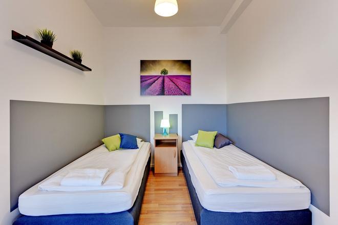 尼斯客房旅馆 - 格但斯克 - 睡房