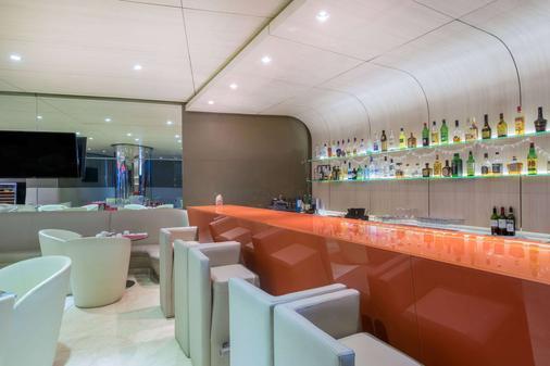 巴拿马中央温德姆特里普酒店 - 巴拿马城 - 酒吧