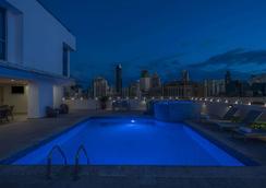 巴拿马中央温德姆特里普酒店 - 巴拿马城 - 游泳池