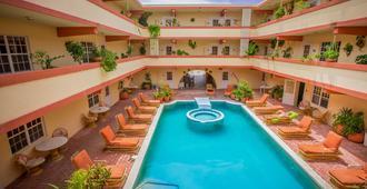 香蕉海滩度假村 - 圣佩德罗 - 游泳池