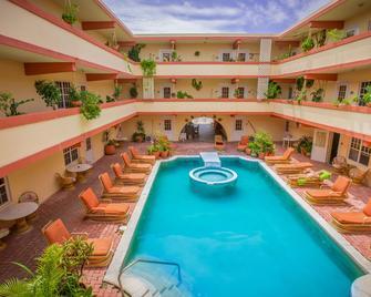 香蕉海滩度假酒店 - 圣佩德罗 - 游泳池