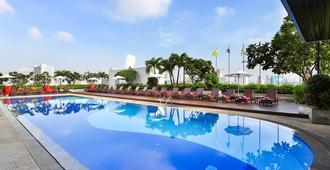 曼谷易思廷酒店 - 曼谷 - 游泳池