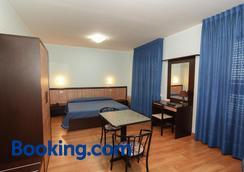 甘比亚诺乡村酒店 - 特拉西梅诺湖畔帕西尼亚诺 - 睡房