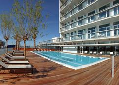 巴塞罗那马塔罗阿特纳港酒店 - 马塔罗 - 游泳池