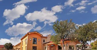 阿马里洛市中心温德姆拉昆塔酒店 - 阿马里洛 - 建筑