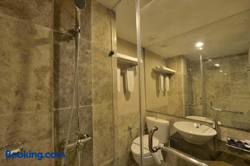 瑟乐拉瓦灵吉酒店 - 万隆 - 浴室