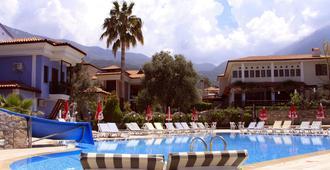 欧瓦度假酒店 - 费特希耶 - 游泳池