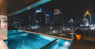 曼谷阿德菲套房酒店 - 曼谷 - 游泳池