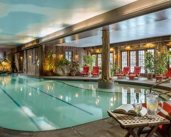 镜湖度假&spa酒店 - 普莱西德湖 - 游泳池