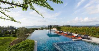 苏林海滩第六大道公寓式酒店 - Choeng Thale - 游泳池