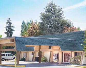 克拉马斯福尔斯戴斯酒店 - 克拉马斯福尔斯 - 建筑