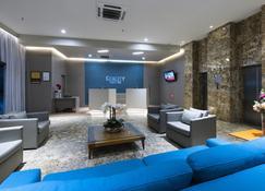 纳塔尔蓬塔内格拉品质套房酒店 - 纳塔尔 - 休息厅