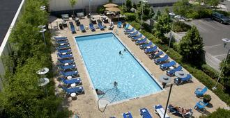 多伦多当谷套房酒店 - 多伦多 - 游泳池