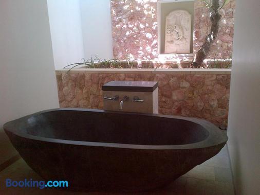 武吉瑟加拉别墅酒店 - 艾湄湾 - 浴室
