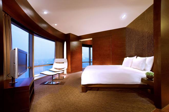 上海外滩茂悦大酒店 - 上海 - 睡房
