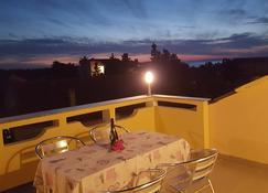 安娜&伊达公寓酒店 - 诺瓦利娅 - 阳台