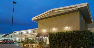 洛杉矶卡尔弗城速8酒店 - 洛杉矶 - 建筑