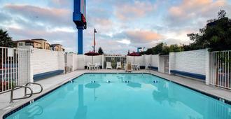 圣克拉拉6号汽车旅馆 - 圣克拉拉 - 游泳池