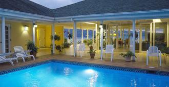 普尔克瑞斯住宿加早餐旅馆 - 蒙特哥贝 - 游泳池