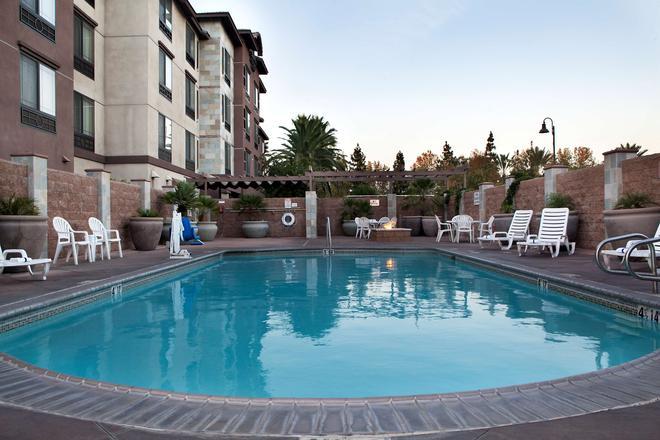 安大略省安大略米尔斯丽怡酒店 - 安大略 - 游泳池