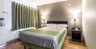 德克萨斯达拉斯 - 西北 6 号开放式客房酒店 - 达拉斯 - 睡房