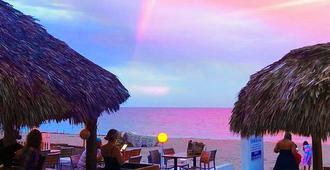 海洋庄园海滩度假酒店 - 劳德代尔堡 - 睡房