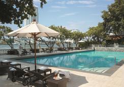 曼谷香格里拉大酒店 - 曼谷 - 游泳池