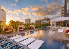 怀基基海滩凯悦中心酒店 - 檀香山 - 游泳池