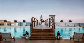 米特斯蓝屋顶专属度假酒店&Spa - 卡达麦纳 - 游泳池