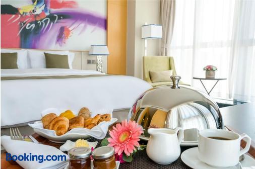 华凌第比利斯酒店 - 第比利斯 - 睡房