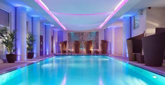皇家快艇酒店 - 圣赫利尔 - 游泳池