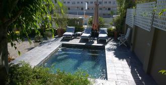 针叶树海滩别墅 - 伊丽莎白港 - 游泳池
