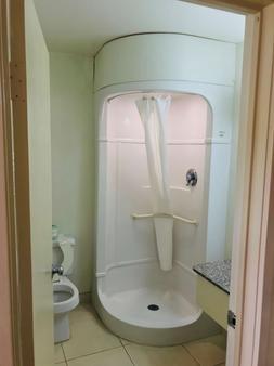 湖城美洲最佳价值酒店 - 湖城 - 浴室