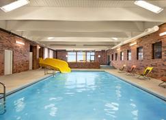 斯威夫特卡伦特旅行之家酒店 - 斯威夫特卡伦特 - 游泳池