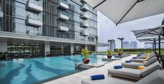 雅诗阁库宁冈雅加达公寓式酒店 - 南雅加达 - 游泳池